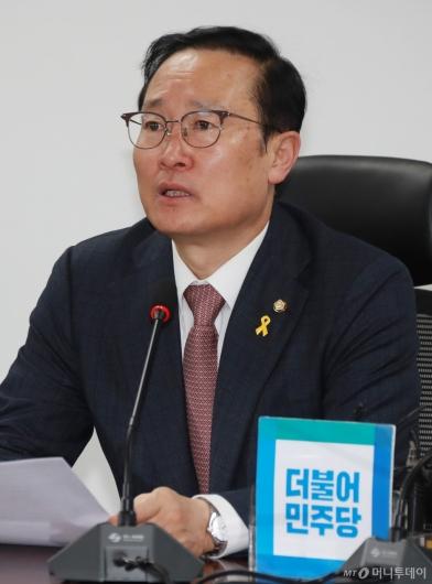 [사진]추경 당정 모두발언하는 홍영표 민주당 원내대표