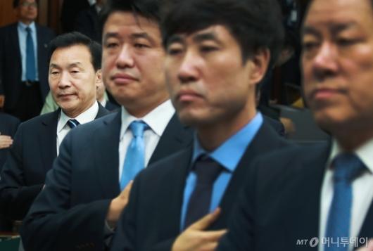 [사진]입지 줄어든 손학규 바른미래당 대표