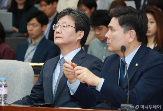 [사진]굳은 표정의 유승민-지상욱 의원