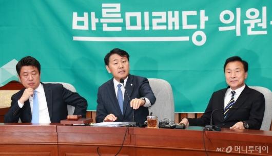 [사진]발언하는 김관영 바른미래당 원내대표