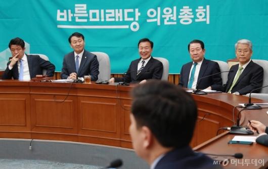 [사진]바른미래당 의총...'선거제 패스트트랙과 당의 운명은?'