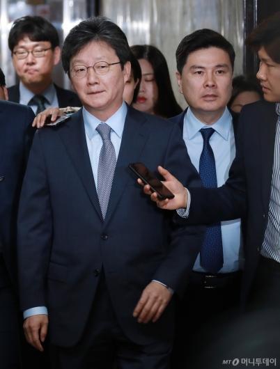 [사진]의원총회 참석하는 유승민-지상욱 의원