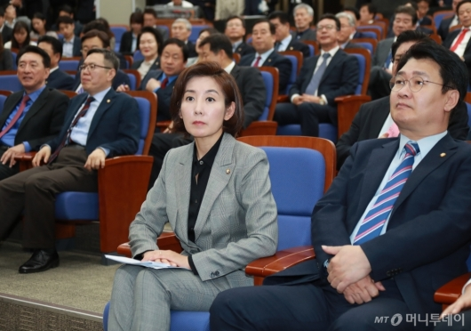 [사진]의원총회 참석한 나경원 자한당 원내대표