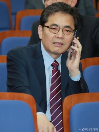 [사진]전화하는 곽상도