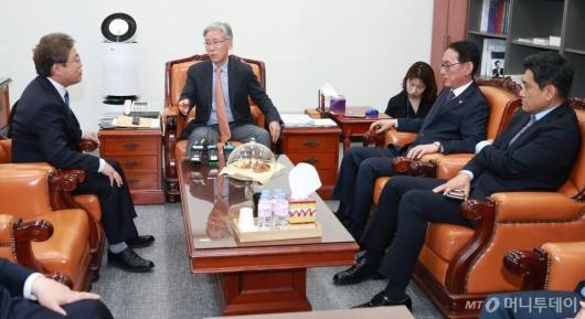 [사진]법사위 간사 회동... '문형배·이미선 보고서 채택될까?'