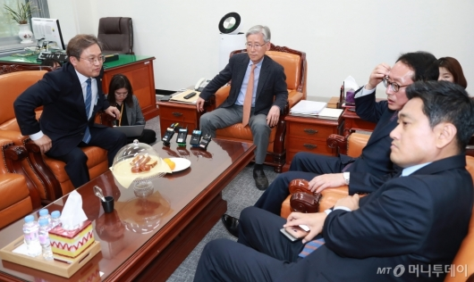 [사진]법사위 간사 회동...'문형배·이미선 보고서 채택은?'