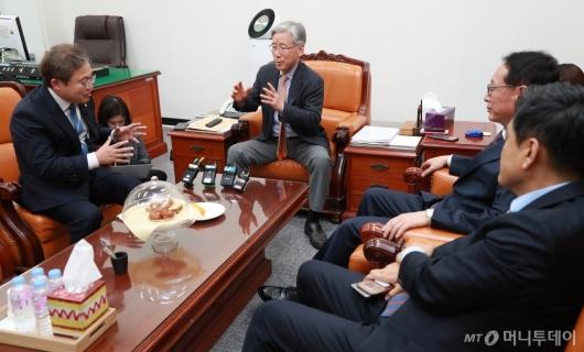 [사진]법사위 간사 회동...'이미선·문형배 보고서 채택은?'