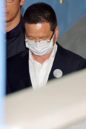 [사진]영장실질심사 출석하는 윤중천 씨