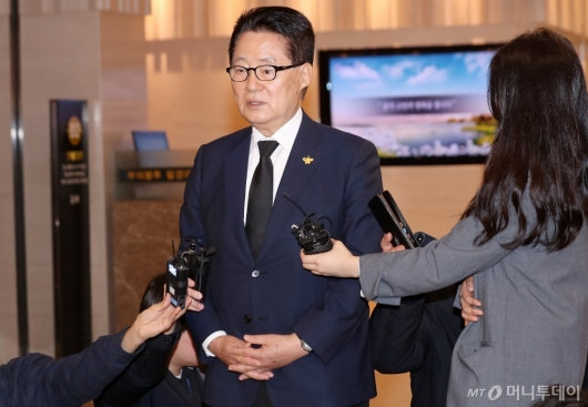 [사진]故김홍일 전 의원 빈소 찾은 박지원