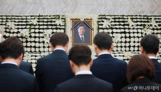 [사진]조문 이어지는 故김홍일 전 의원 빈소