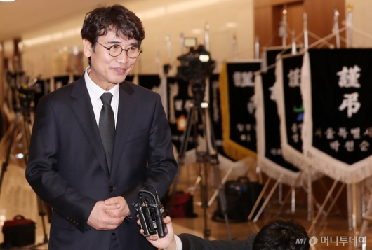 [사진]故 김홍일 전 의원 조문 마친 유시민