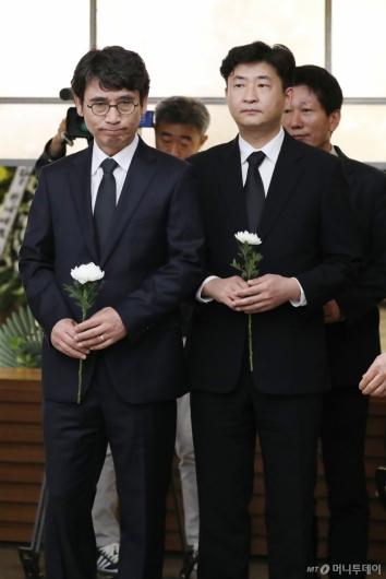 [사진]고 김홍일 전 의원 빈소 찾은 유시민-노건호씨