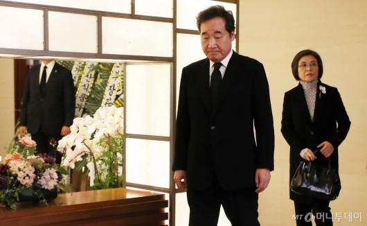 [사진]故김홍일 전 의원 빈소 찾은 이낙연 총리