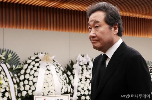 [사진]故김홍일 전 의원 조문 마친 이낙연