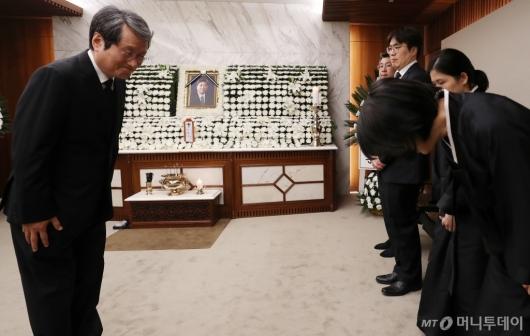 [사진]문성근, 故 김홍일 전 의원 조문