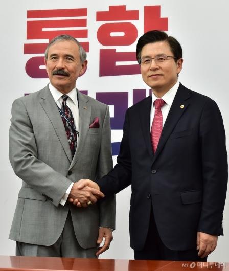 [사진]해리스 美대사 만난 황교안 대표