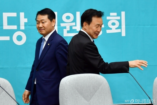 [사진]의총 참석한 손학규-김관영