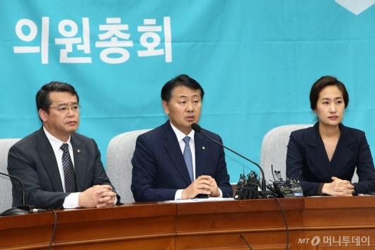 [사진]바른미래당, 선거제개편·공수처설치 등 신속처리안건 추인