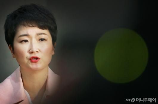 [사진]이언주 탈당...자유한국당 행 녹색불(?)