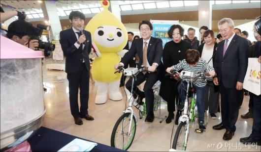 [사진]'친환경 자전거로 솜사탕 만들어요'