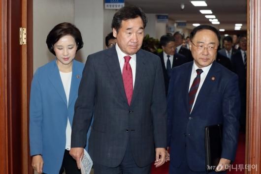 [사진]국무회의 참석하는 총리-부총리