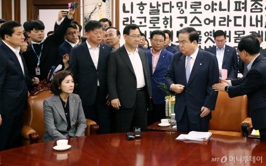 [사진]국회의장실 몰려간 자유한국당