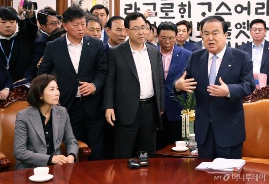 [사진]자유한국당 퇴거 요구하는 문희상 의장