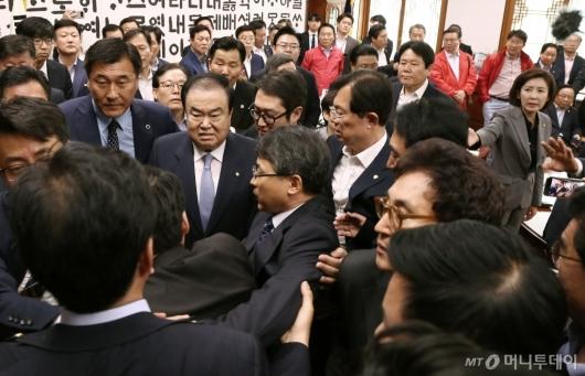 [사진]자유한국당 방문에 아수라장 된 국회의장실