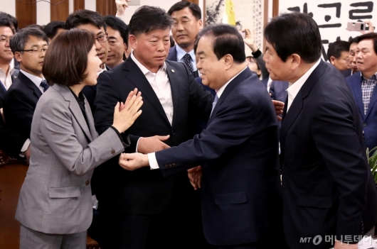 [사진]문희상 의장 가로막은 자유한국당