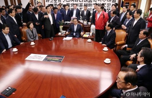 [사진]국회의장실 항의방문한 자유한국당
