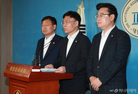 [사진]오신환 사보임 승인...자유한국당, 효력정지가처분 신청 예고