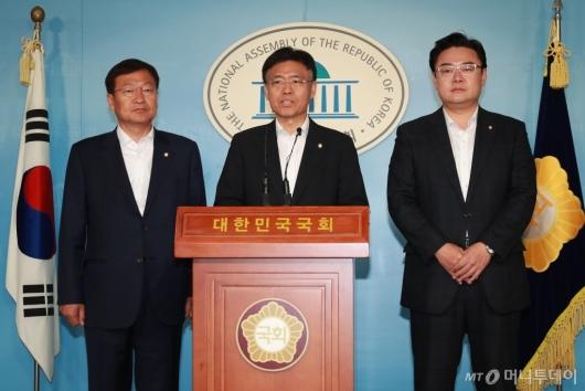 [사진]'사개특위 오신환→채이배 교체' 자유한국당 효력정지 신청