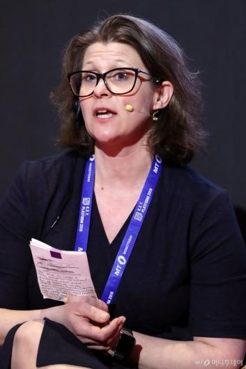 [사진]'미래기술과 규제' 토론하는 리라 에릭슨