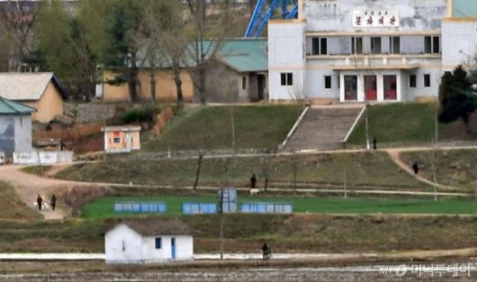 [사진]판문점 자유의 집에서 바라 본 북 기정동 마을