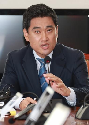 [사진]기자회견하는 오신환 바른미래당 의원