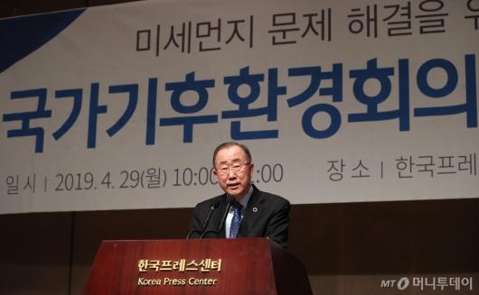 [사진]인사말하는 반기문 위원장