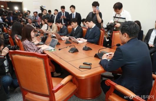 [사진]오신환 기자회견