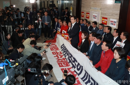 [사진]사개특위 회의장 앞 자유한국당