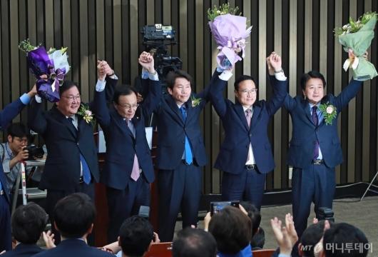 [사진]민주당 새 원내대표에 이인영 선출