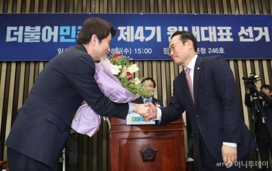[사진]민주당 새 원내대표에 이인영 의원 선출
