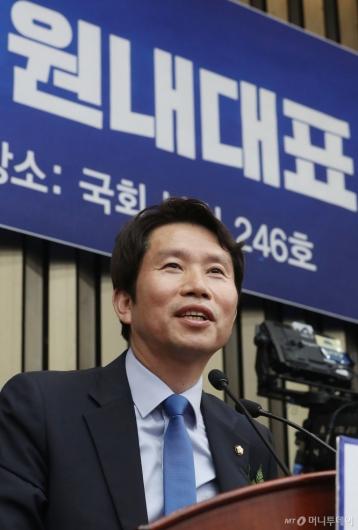 [사진]민주당 신임 원내대표 선출된 이인영 의원