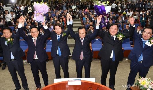 [사진]이인영, 민주당 신임 원내대표 선출