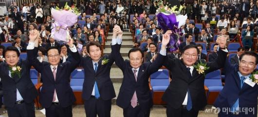 [사진]민주당 신임 원내대표에 이인영 선출