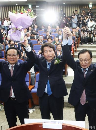 [사진]이인영 민주당 신임 원내대표 선출