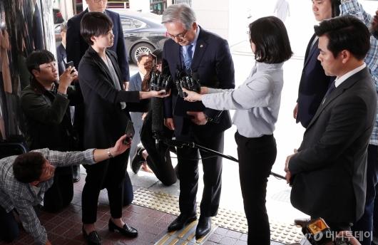 [사진]고개숙인 김효준 BMW 회장