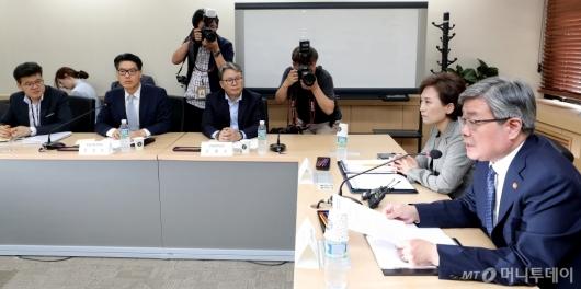 [사진]합동 연석회의 개최한 국토부-고용부
