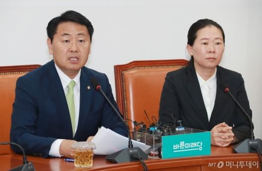 [사진]퇴임 기자간담회하는 김관영 원내대표