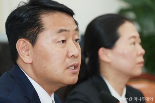 [사진]퇴임 간담회하는 김관영 바른미래당 원내대표