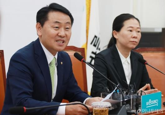 [사진]퇴임 기자간담회하는 김관영 바른미래당 원내대표