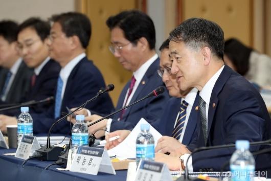 [사진]박능후 장관, 바이오헬스 혁신 민관 공동 간담회 모두발언